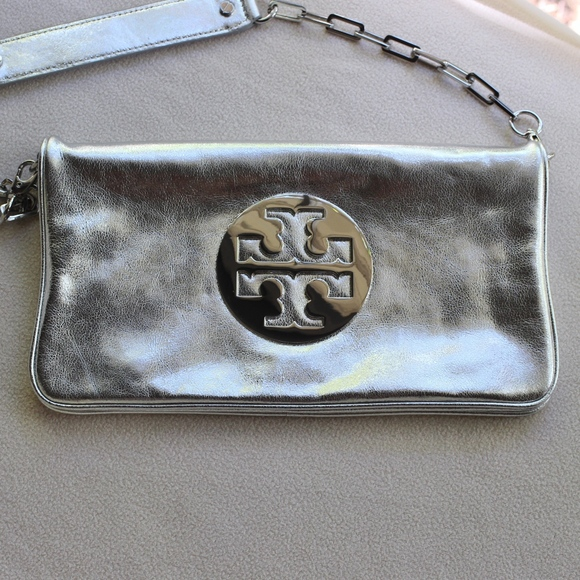 Tory Burch Handbags - Tory Burch Reva Metallic Silver Leather Clutch